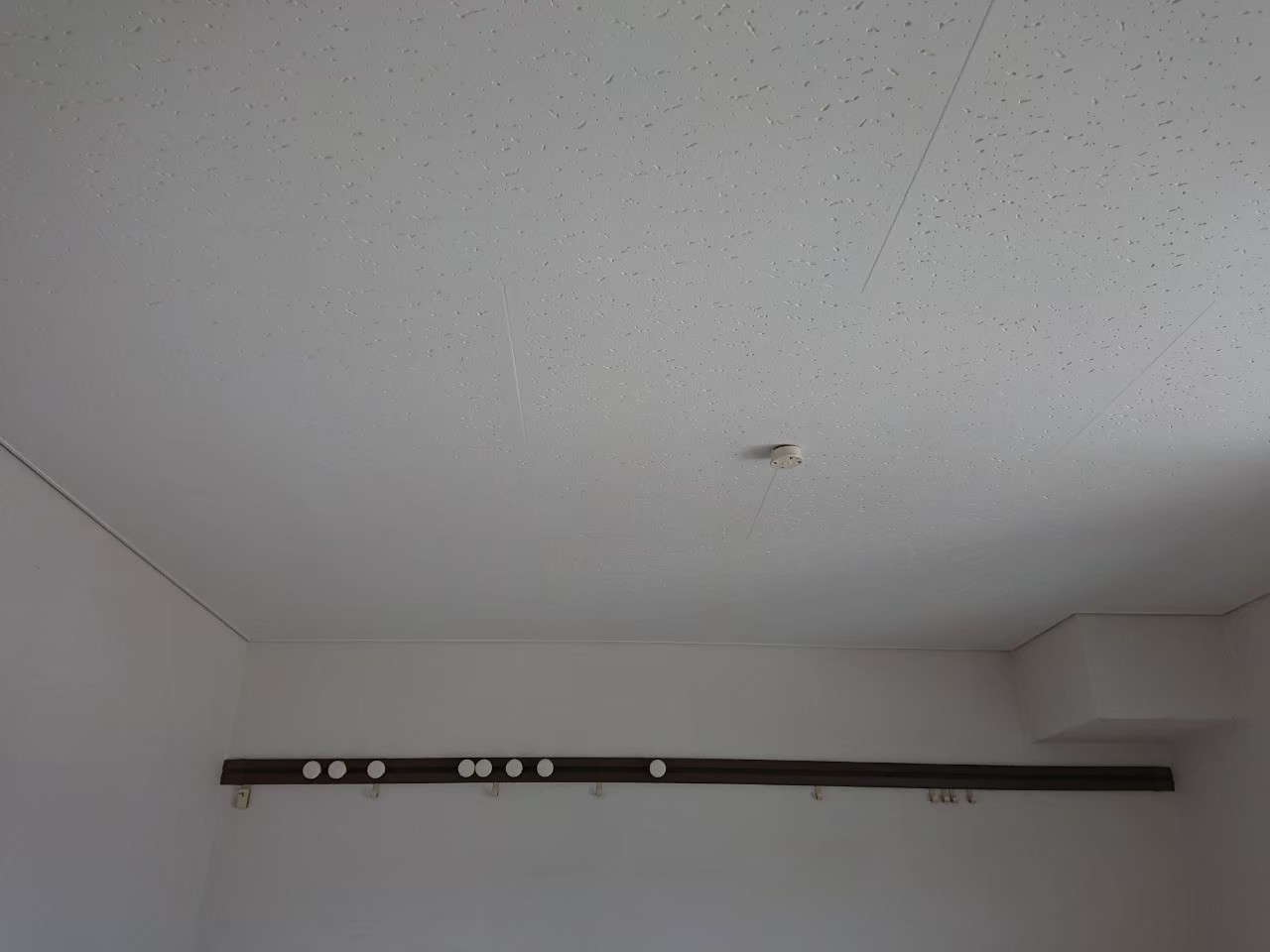 大阪府 箕面市 部屋内天井塗装