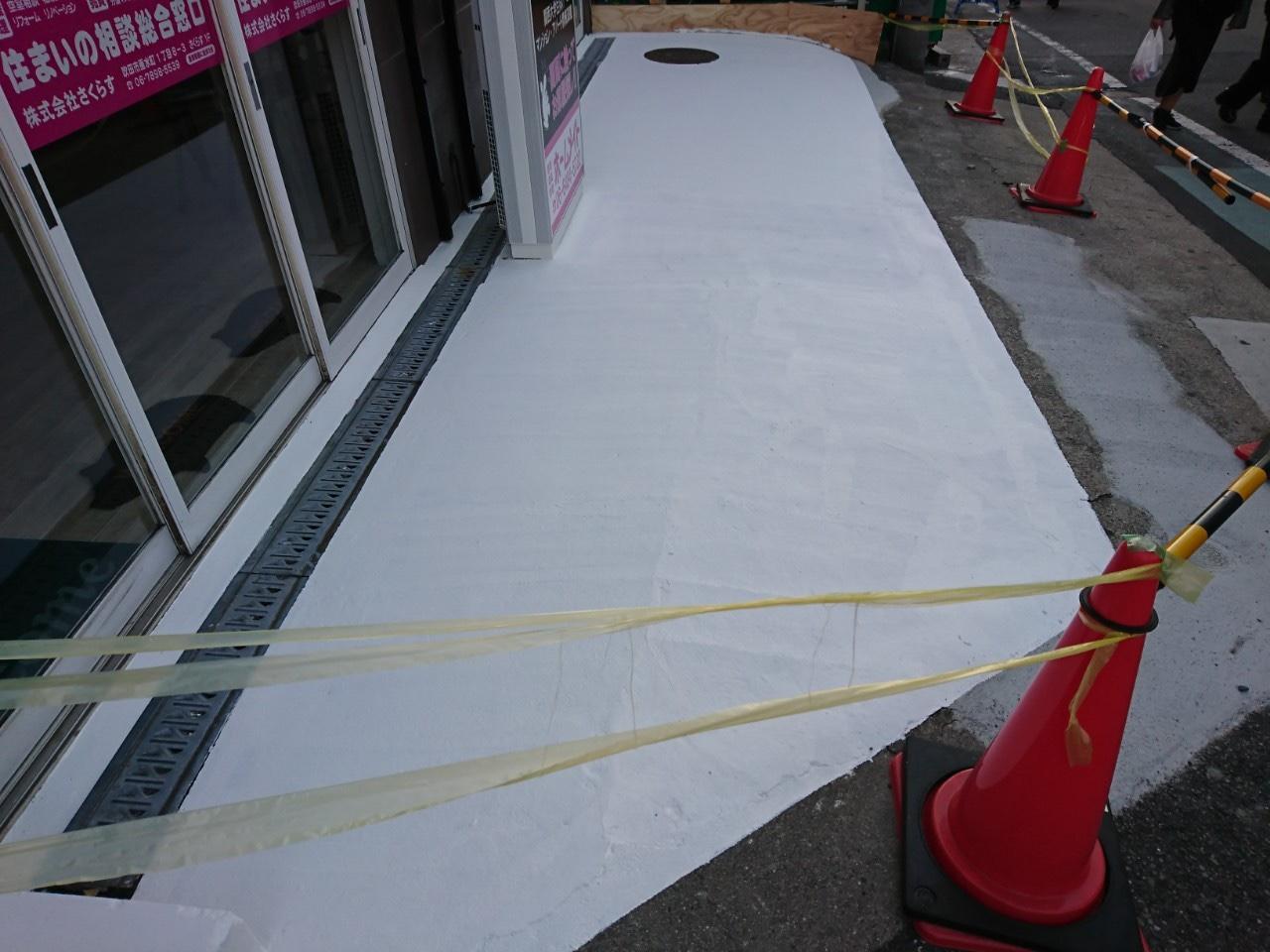 吹田市垂水町 手摺塗装 駐車場床塗装